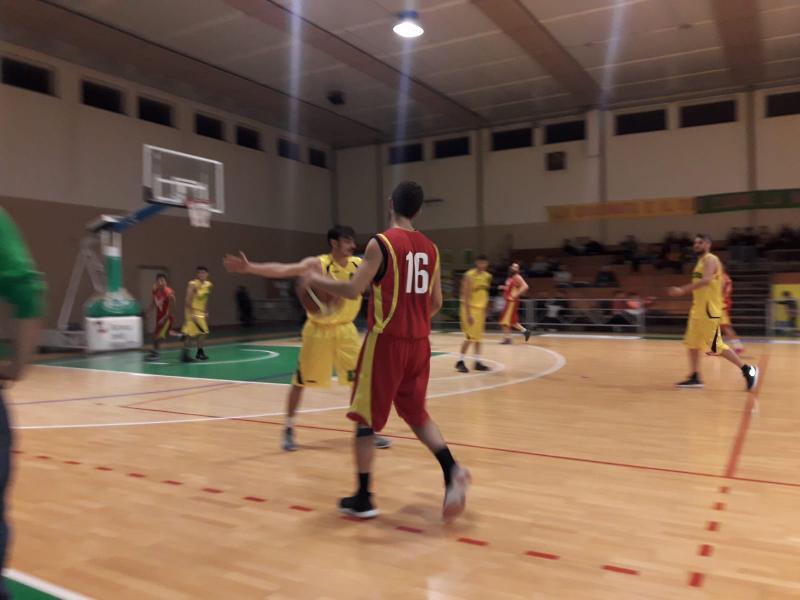 https://www.basketmarche.it/immagini_articoli/15-12-2018/basket-vadese-ferma-corsa-basket-cagli-600.jpg