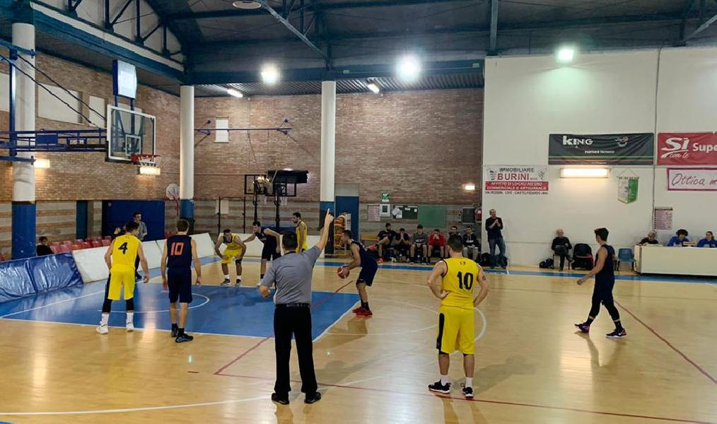 https://www.basketmarche.it/immagini_articoli/15-12-2019/canestro-bianchi-regala-vittoria-titans-jesi-campo-castelfidardo-600.jpg