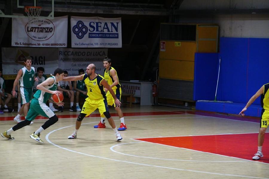 https://www.basketmarche.it/immagini_articoli/15-12-2019/niente-fare-stamura-ancona-campo-loreto-pesaro-600.jpg