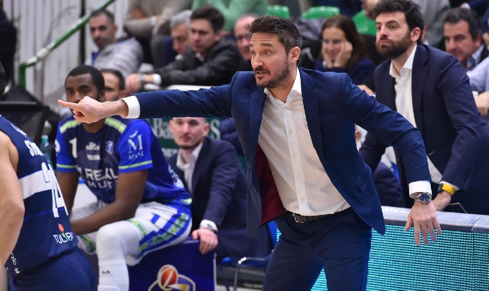 https://www.basketmarche.it/immagini_articoli/15-12-2019/post-partita-sassari-fortitudo-coach-pozzecco-sono-felice-bravi-ragazzi-grande-fortitudo-600.jpg