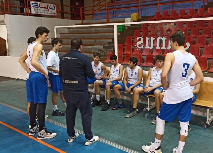 https://www.basketmarche.it/immagini_articoli/16-01-2020/under-gold-janus-fabriano-supera-volata-pallacanestro-urbania-600.jpg