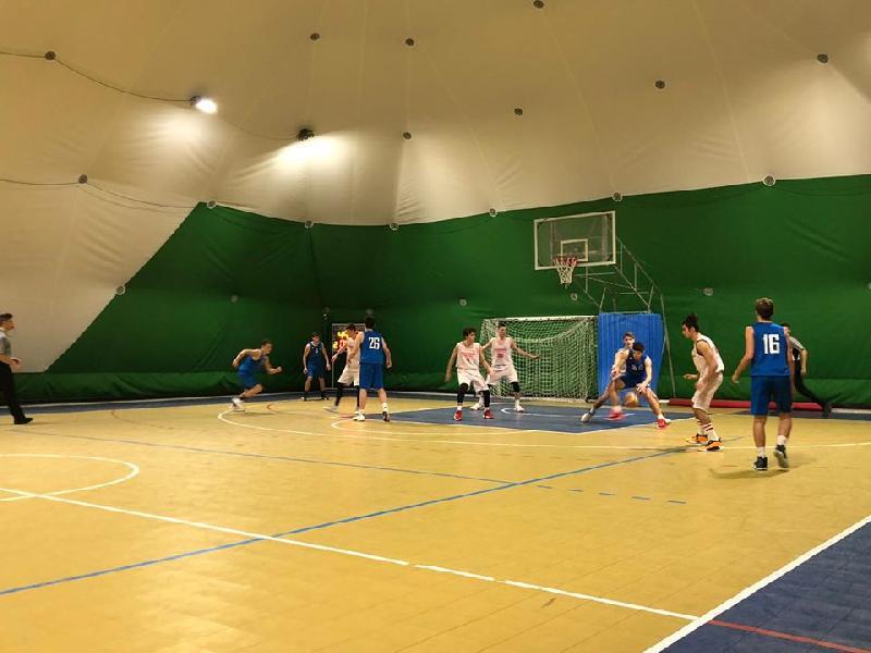 https://www.basketmarche.it/immagini_articoli/16-01-2020/under-silver-janus-basket-academy-sconfitta-campo-leone-ricci-chiaravalle-600.jpg