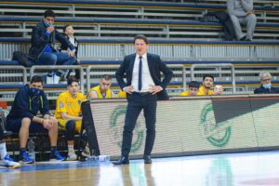 https://www.basketmarche.it/immagini_articoli/16-01-2021/scafati-basket-smentisce-voci-conferma-fiducia-coach-alessandro-finelli-600.jpg