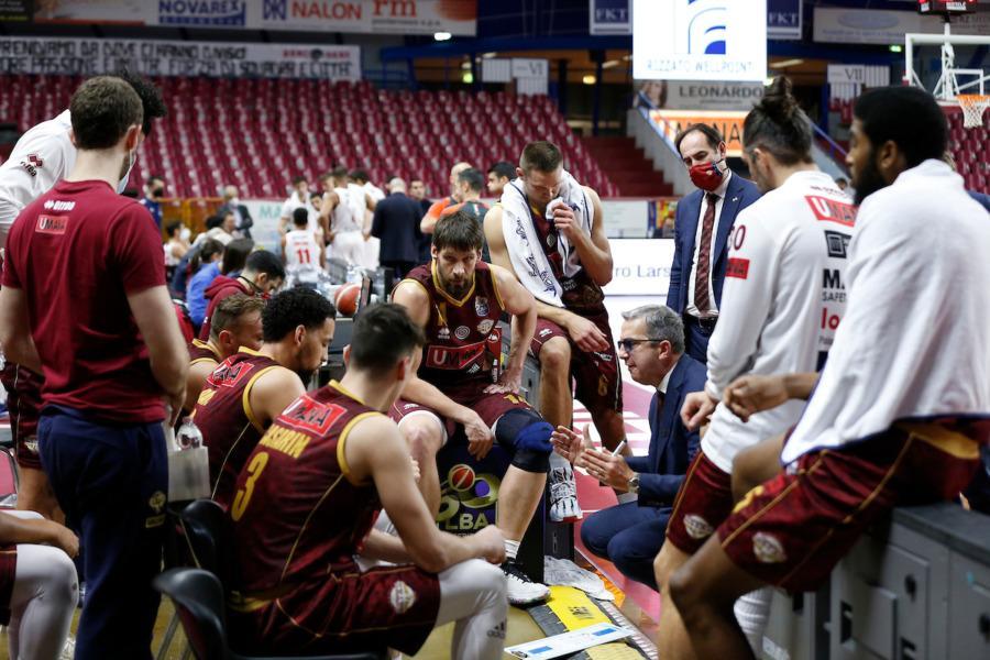 https://www.basketmarche.it/immagini_articoli/16-01-2021/venezia-coach-raffaele-brindisi-importante-controllare-ritmo-contenere-loro-talento-individuale-600.jpg