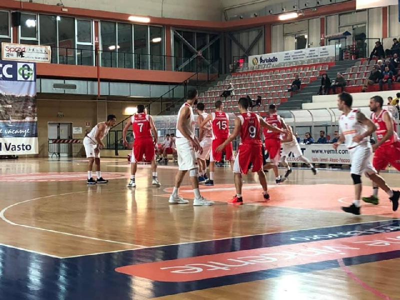 https://www.basketmarche.it/immagini_articoli/16-02-2019/vasto-basket-record-travolge-teramo-spicchi-chiude-regular-season-imbattuto-600.jpg