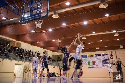 https://www.basketmarche.it/immagini_articoli/16-03-2018/serie-a2-femminile-la-feba-civitanova-cerca-la-nona-vittoria-consecutiva-contro-faenza-270.jpg
