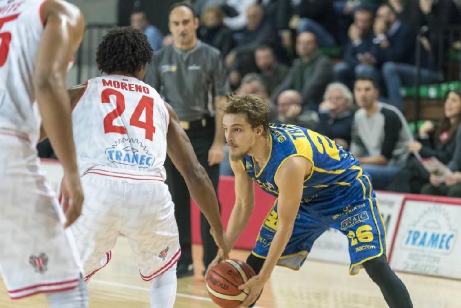 https://www.basketmarche.it/immagini_articoli/16-03-2019/poderosa-montegranaro-palasavelli-baltur-cento-tornare-correre-600.jpg