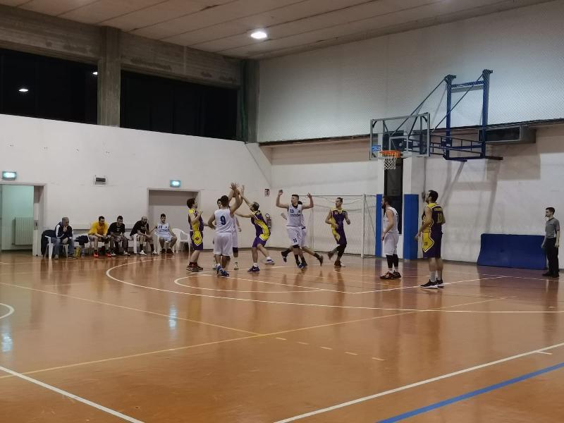 https://www.basketmarche.it/immagini_articoli/16-03-2019/promozione-bene-vadese-carpegna-dinamis-volano-independiente-storm-junior-600.jpg