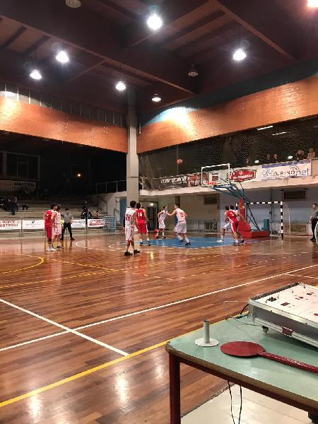https://www.basketmarche.it/immagini_articoli/16-03-2019/regionale-ritorno-88ers-affiancano-fochi-testa-boys-pedaso-corsare-600.jpg