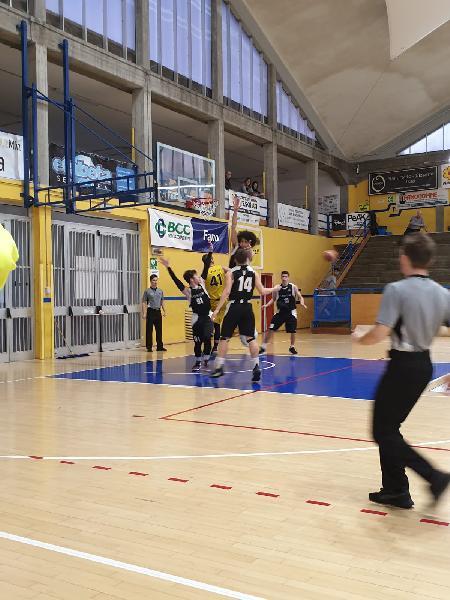 https://www.basketmarche.it/immagini_articoli/16-03-2019/regionale-ritorno-acqualagna-loreto-fermano-colpi-pesaro-basket-senigallia-600.jpg