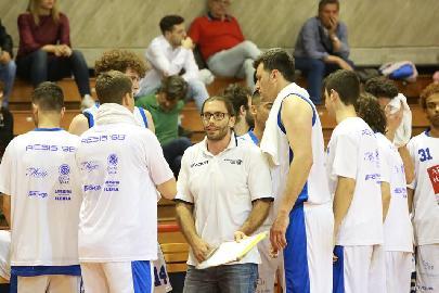 https://www.basketmarche.it/immagini_articoli/16-05-2018/d-regionale-playoff-finali-gara-2-l-aesis-jesi-cerca-il-bis-contro-la-pallacanestro-acqualagna-270.jpg