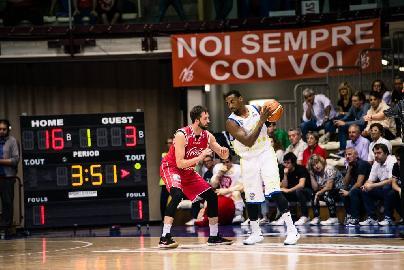 https://www.basketmarche.it/immagini_articoli/16-05-2018/serie-a2-playoff-gara-2-poderosa-montegranaro-che-beffa-trieste-esulta-in-rimonta-sulla-sirena-270.jpg