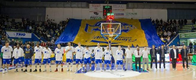 https://www.basketmarche.it/immagini_articoli/16-05-2018/serie-a2-playoff-poderosa-montegranaro-franco-del-moro--venerdì-riempiamo-il-palasavelli-questa-squadra-lo-merita--270.jpg