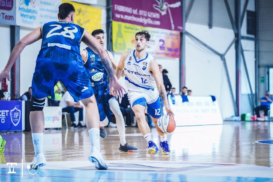 https://www.basketmarche.it/immagini_articoli/16-05-2021/playoff-parte-male-avventura-janus-fabriano-partenope-sant-antimo-600.jpg