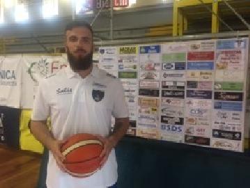 https://www.basketmarche.it/immagini_articoli/16-06-2018/serie-c-silver-il-basket-todi-raddoppia-firmata-l-ala-forte-emanuele-cardoni-270.jpg
