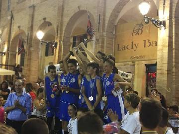 https://www.basketmarche.it/immagini_articoli/16-07-2018/giovanili-la-feba-civitanova-trionfa-nel-torneo-internazionale-città-di-fermo-270.jpg