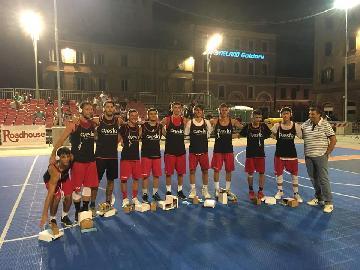 https://www.basketmarche.it/immagini_articoli/16-07-2018/torneo-basket-time-ancona-vesta-si-aggiudica-il-torneo-grande-successo-per-la-sfida-tra-allenatori-e-genitori-all-stars-270.jpg