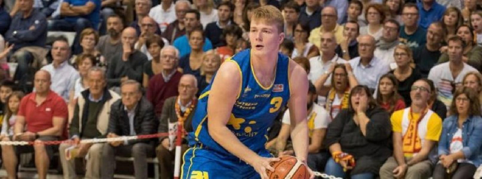 https://www.basketmarche.it/immagini_articoli/16-07-2019/ufficiale-poderosa-montegranaro-firma-oras-ravenna-600.jpg