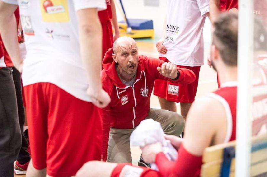 https://www.basketmarche.it/immagini_articoli/16-07-2020/ufficiale-sandro-salvatore-allenatore-vasto-basket-600.jpg