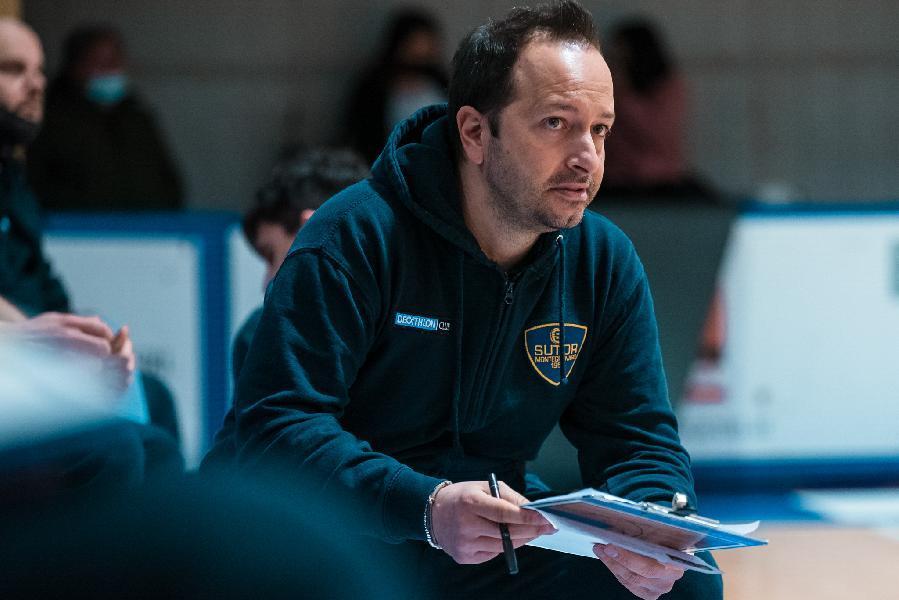 https://www.basketmarche.it/immagini_articoli/16-07-2021/rumors-coach-nicola-scalabroni-vicino-panchina-attila-junior-basket-porto-recanati-600.jpg