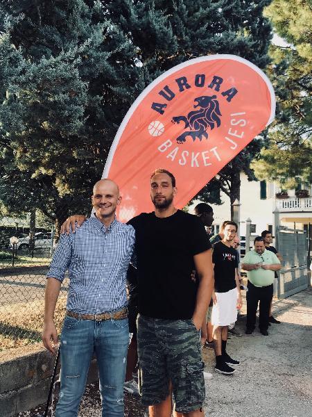 https://www.basketmarche.it/immagini_articoli/16-08-2018/serie-a2-l-aurora-jesi-al-via-le-parole-di-coach-damiano-cagnazzo-600.jpg