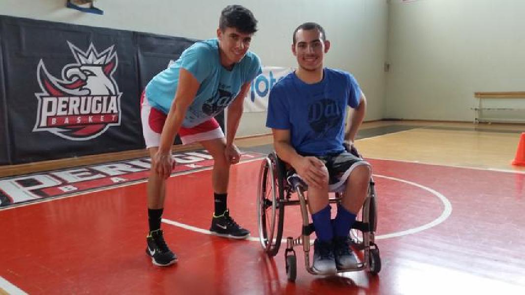 https://www.basketmarche.it/immagini_articoli/16-08-2019/francesco-castellani-perugino-nazionale-basket-carrozzina-allena-palafocci-600.jpg