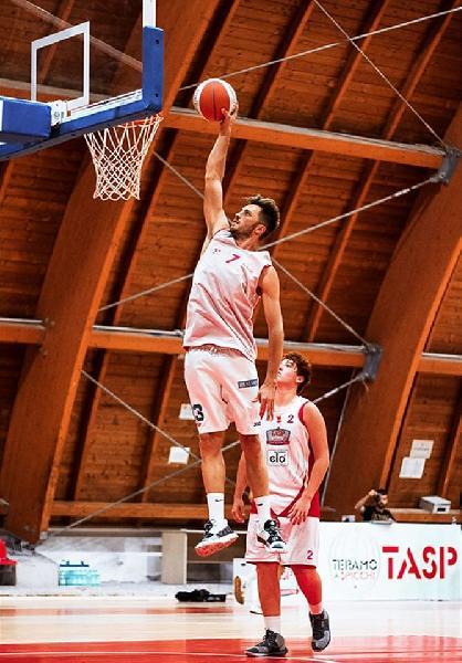 https://www.basketmarche.it/immagini_articoli/16-08-2020/olimpia-mosciano-ufficiale-arrivo-enshel-pira-600.jpg