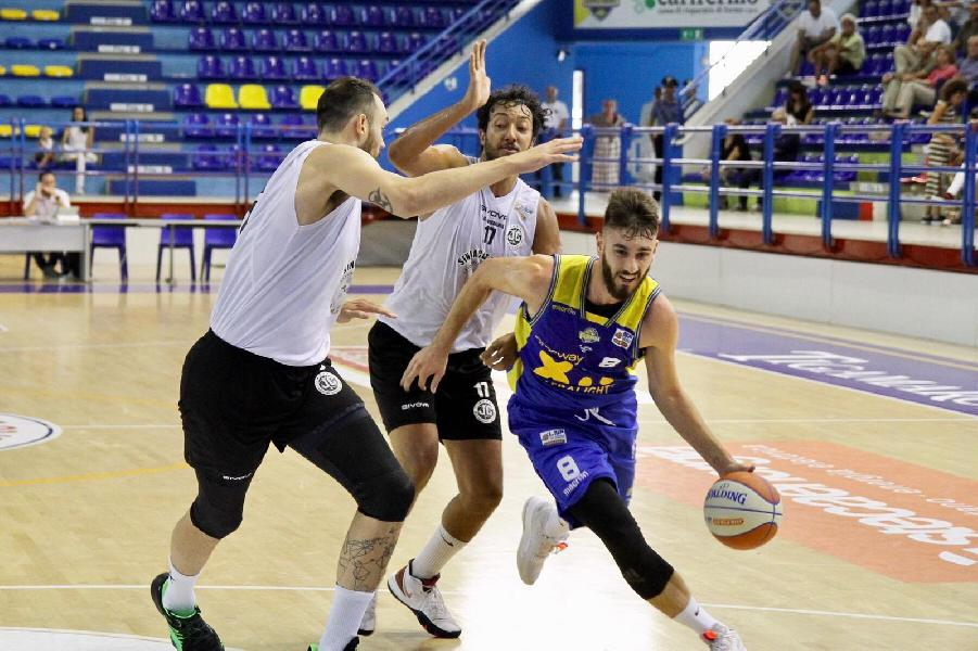 https://www.basketmarche.it/immagini_articoli/16-09-2019/supercoppa-show-bonacini-ultimo-quarto-regala-poderosa-vittoria-caserta-600.jpg