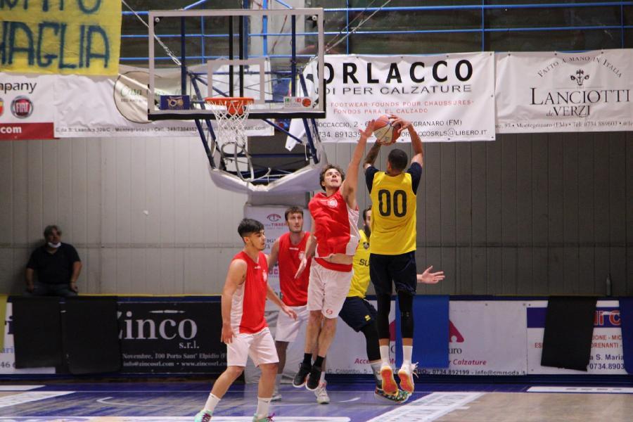 https://www.basketmarche.it/immagini_articoli/16-09-2021/amichevole-equilibrata-sutor-montegranaro-robur-osimo-600.jpg