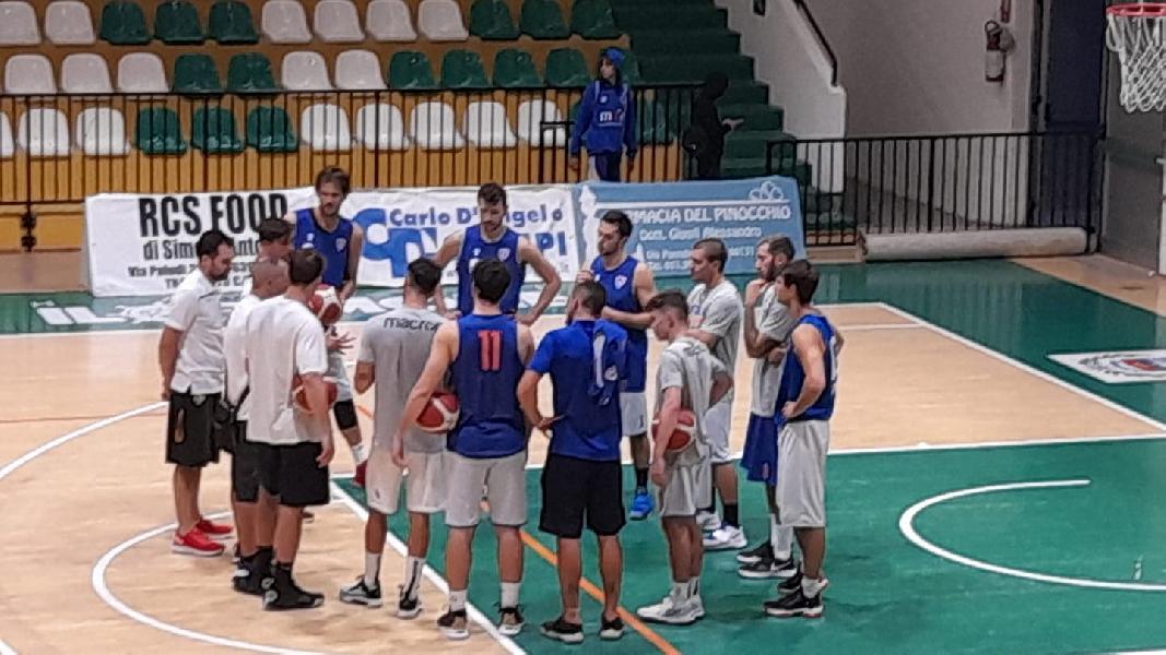 https://www.basketmarche.it/immagini_articoli/16-09-2021/attila-junior-porto-recanati-paolo-cuna-soddisfatti-amichevole-pselpidio-strada-ancora-lunga-600.jpg