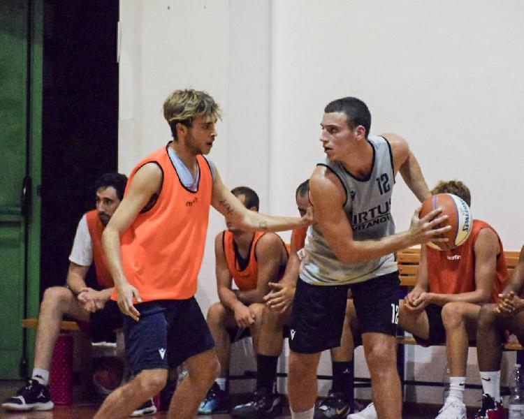 https://www.basketmarche.it/immagini_articoli/16-09-2021/rimaneggiata-virtus-civitanova-amichevole-falconara-basket-600.jpg