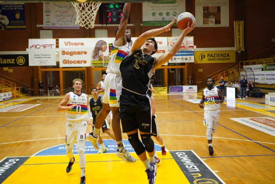 https://www.basketmarche.it/immagini_articoli/16-09-2021/supercoppa-janus-fabriano-arrende-finale-campo-cestistica-severo-600.jpg