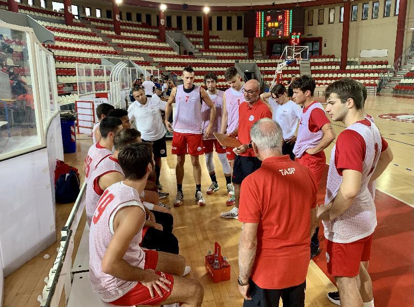 https://www.basketmarche.it/immagini_articoli/16-09-2021/teramo-spicchi-vince-amichevole-giulia-basket-giulianova-600.jpg