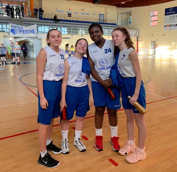 https://www.basketmarche.it/immagini_articoli/16-09-2021/thunder-matelica-fabriano-invita-provare-pallacanestro-femminile-600.jpg