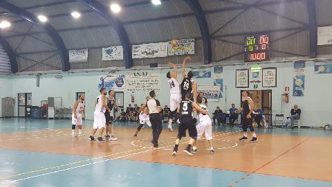 https://www.basketmarche.it/immagini_articoli/16-10-2017/serie-c-silver-il-falconara-basket-cade-in-casa-contro-la-robur-osimo-270.jpg