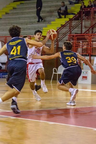 https://www.basketmarche.it/immagini_articoli/16-10-2018/convincente-vittoria-pontevecchio-basket-poderosa-montegranaro-600.jpg