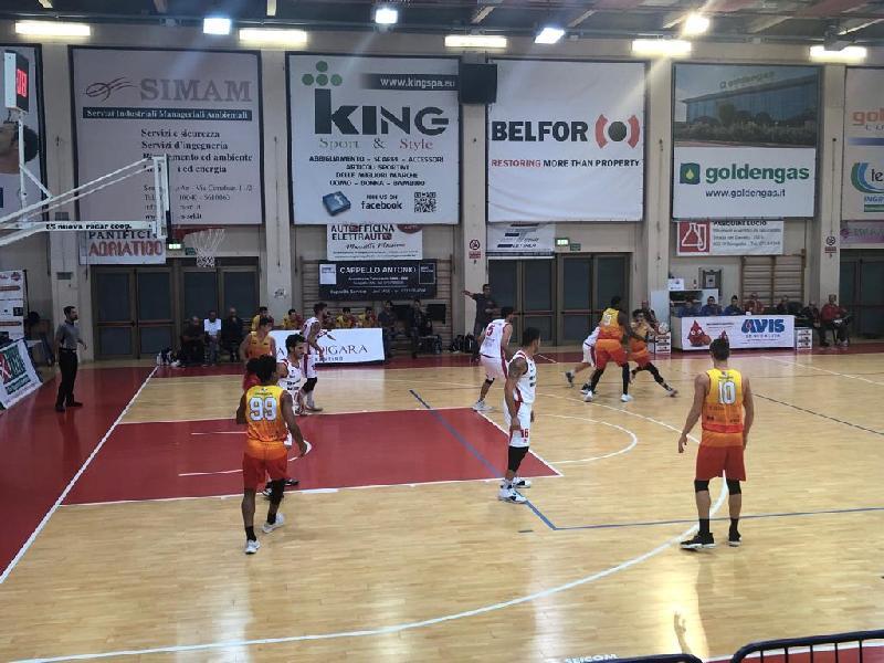 https://www.basketmarche.it/immagini_articoli/16-10-2019/giulianova-basket-espugna-campo-pallacanestro-senigallia-correre-600.jpg