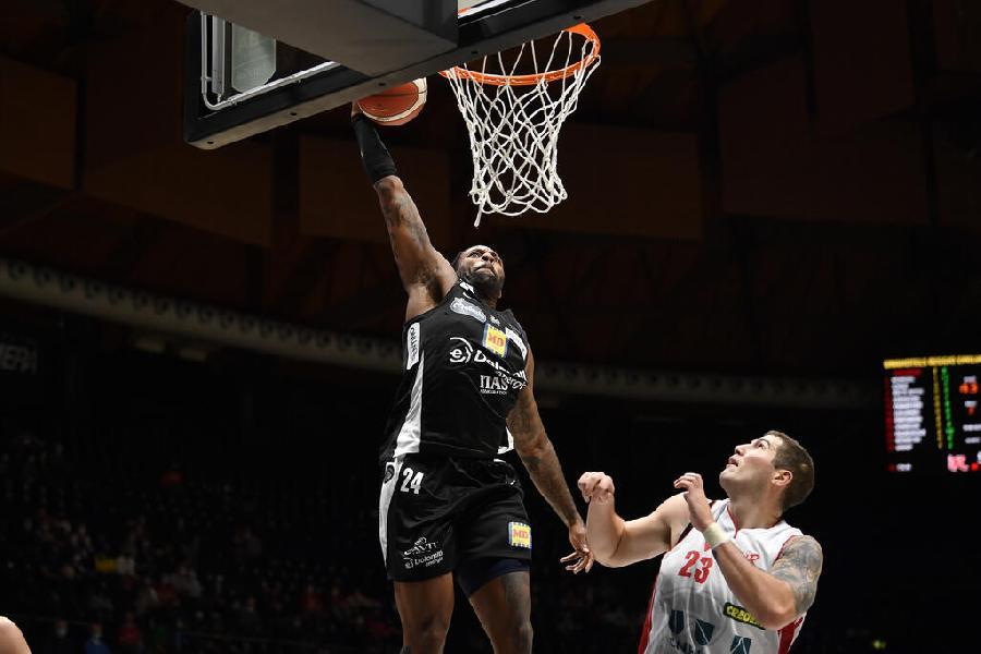 https://www.basketmarche.it/immagini_articoli/16-10-2021/aquila-basket-trento-espugna-campo-pallacanestro-reggiana-600.jpg