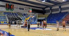 https://www.basketmarche.it/immagini_articoli/16-10-2021/basket-gualdo-espugna-volata-campo-chem-virtus-porto-giorgio-120.jpg
