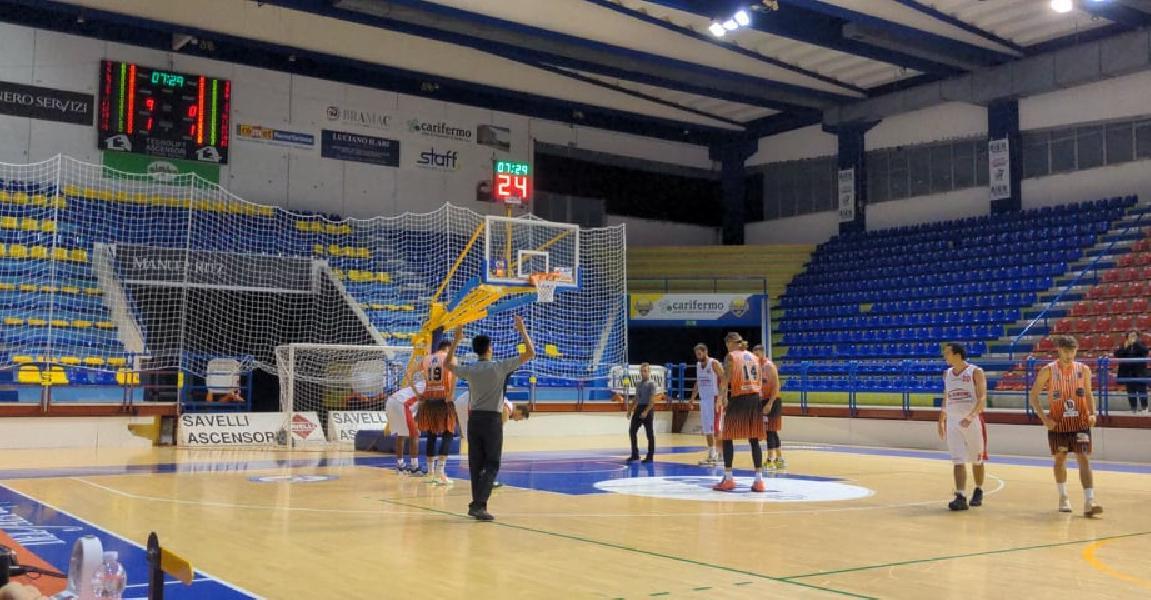 https://www.basketmarche.it/immagini_articoli/16-10-2021/basket-gualdo-espugna-volata-campo-chem-virtus-porto-giorgio-600.jpg