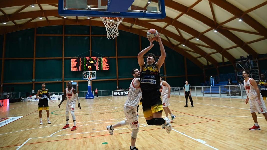 https://www.basketmarche.it/immagini_articoli/16-10-2021/cestistica-severo-cerca-prima-vittoria-campo-janus-fabriano-parole-coach-bechi-moretti-600.jpg
