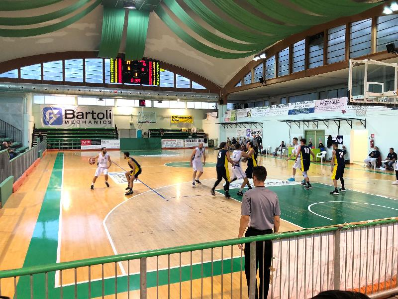 https://www.basketmarche.it/immagini_articoli/16-10-2021/super-santi-guida-bartoli-mechanics-vittoria-loreto-pesaro-600.jpg