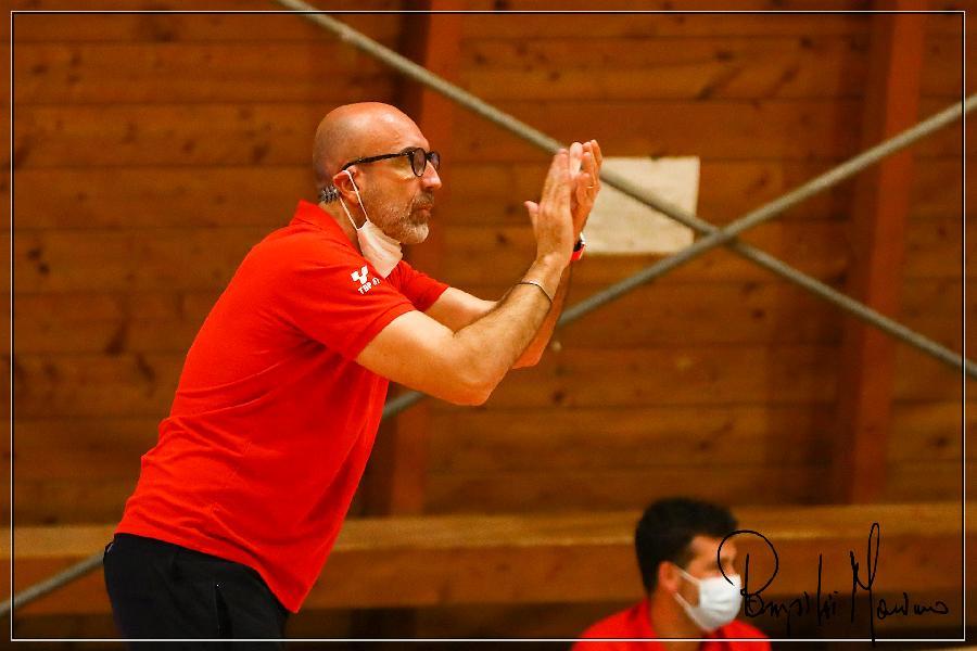https://www.basketmarche.it/immagini_articoli/16-10-2021/teramo-spicchi-coach-salvemini-pronti-combattere-ogni-azione-cercare-imporre-nostra-pallacanestro-600.jpg