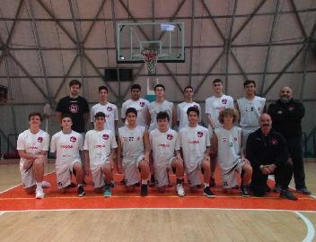 https://www.basketmarche.it/immagini_articoli/16-11-2017/giovanili-il-bilancio-della-settimana-delle-squadre-della-robur-family-osimo-270.jpg
