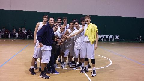 https://www.basketmarche.it/immagini_articoli/16-11-2017/under-20-regionale-la-junior-porto-recanati-battono-la-sambenedettese-e-fanno-cinquina-270.jpg
