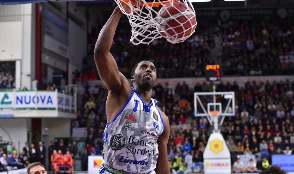 https://www.basketmarche.it/immagini_articoli/16-11-2019/dinamo-sassari-spettacolo-supera-nettamente-pallacanestro-reggiana-600.jpg