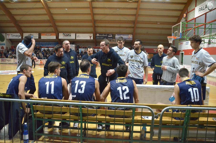 https://www.basketmarche.it/immagini_articoli/16-11-2019/sutor-montegranaro-coach-ciarpella-fabriano-gara-difficilissima-bello-spettacolo-sugli-spalti-600.jpg