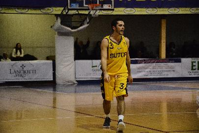 https://www.basketmarche.it/immagini_articoli/16-12-2017/serie-c-silver-la-sutor-montegranaro-batte-il-pisaurum-e-continua-a-scalare-la-classifica-270.jpg