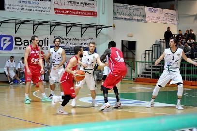 https://www.basketmarche.it/immagini_articoli/16-12-2017/serie-c-silver-live-gare-del-sabato-i-risultati-in-tempo-reale-270.jpg