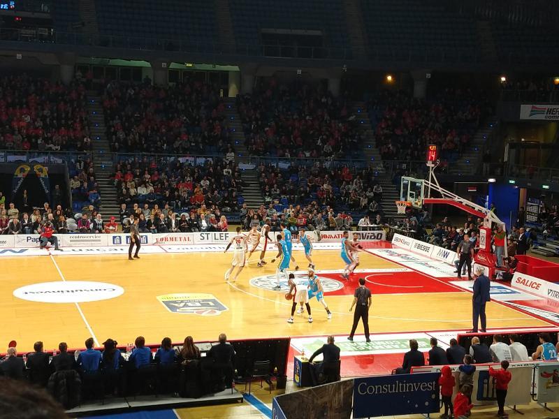 https://www.basketmarche.it/immagini_articoli/16-12-2018/grandinano-triple-vitrifrigo-arena-vuelle-pesaro-inchina-vanoli-cremona-600.jpg